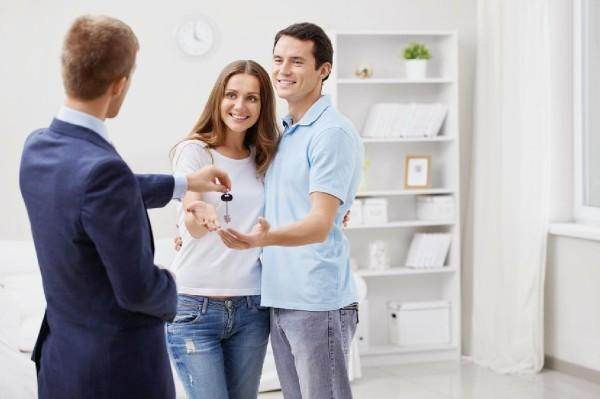 Переоформление квартиры на другого собственника: сколько стоит и какие нужны документы?