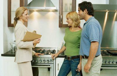 Договор дарения доли в квартире: правила оформления, форма и образец
