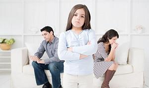 Как сказать ребенку о разводе родителей и не нанести ему душевную травму?