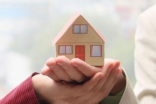 Субсидии многодетным семьям: как получить квартиру от государства и какие льготы положены?