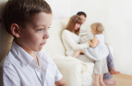 Приемные дети в семье: процедура усыновления, особенности воспитания, распространенные проблемы