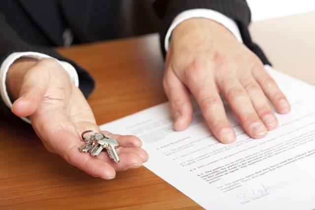 Завещание на квартиру между родственниками: плюсы и минусы, как правильно написать и оформить