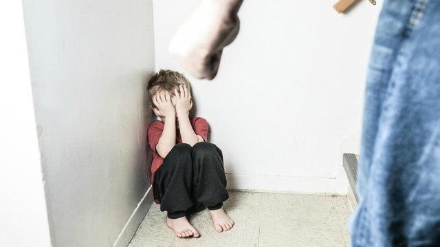 Имеют ли родители право бить ребенка: как воспитывать малыша и можно ли наказывать физически?