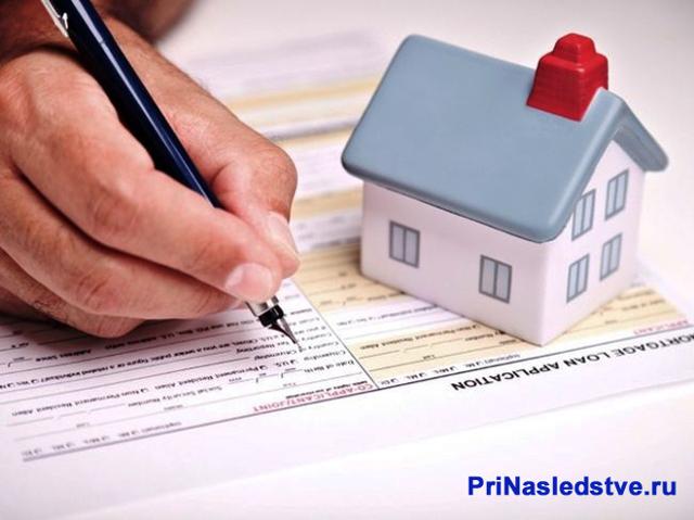 Договор дарения между супругами: может ли муж оформить на жену квартиру, купленную в браке?