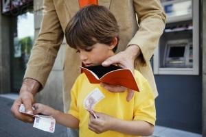 Как отказаться от алиментов на ребенка, которые платит муж, официально?