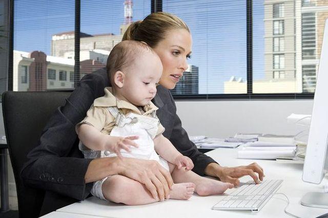 Права матери-одиночки: на какую помощь от государства и на работе можно рассчитывать?