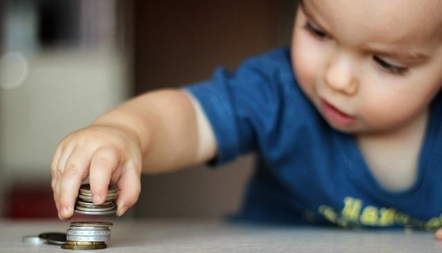 Пособие на ребенка до 18 лет: кому положено, как оформить и рассчитать его размер?