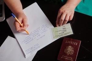 Замена полиса ОМС при смене фамилии после замужества: какие документы нужны, порядок процедуры