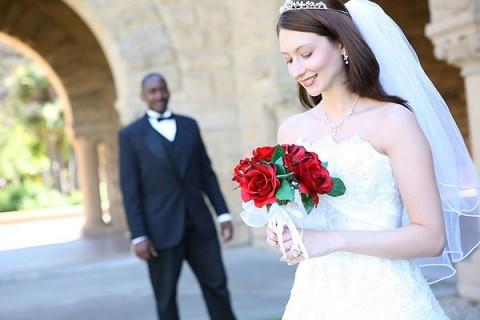 Со скольки лет можно жениться или выходить замуж в России по закону?