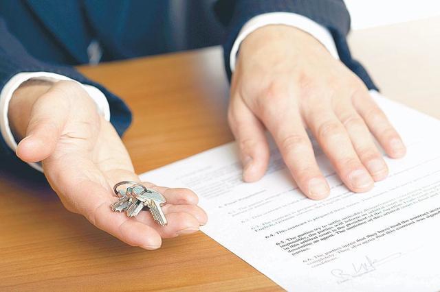 Заявление о принятии наследства по закону и по завещанию: образец и порядок обращения к нотариусу