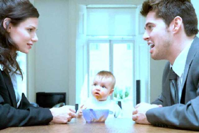 Оспаривание отцовства в судебном порядке по заявлению отца либо матери