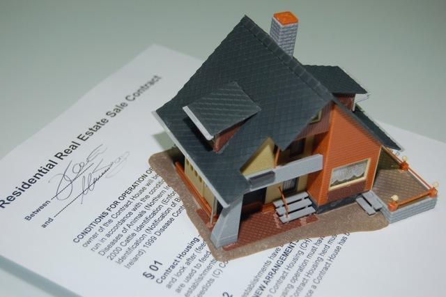 Дарственная на квартиру после смерти дарителя: можно ли оформить и какие последствия договора?