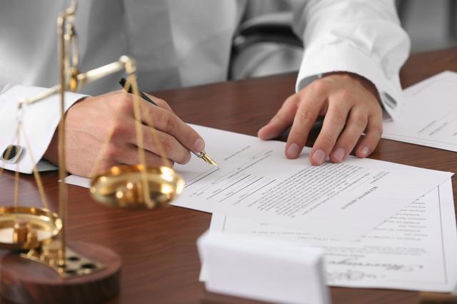 Наследование недвижимого имущества: ФЗ РФ о проблемах и особенностях вступления по завещанию и без