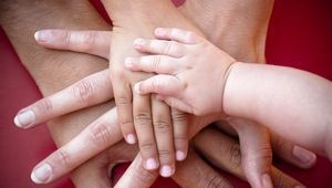 Приемная семья: что это такое, как приобрести этот статус и какие существуют программы по сиротам