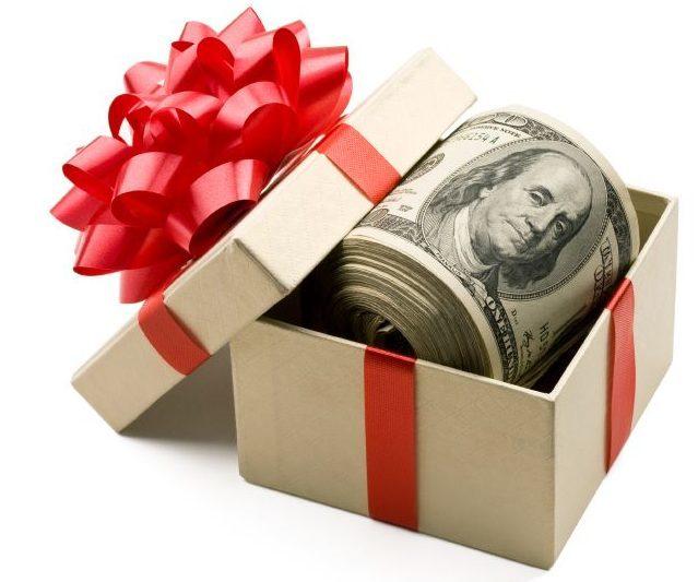 Договор дарения денег между близкими родственниками: образец, оформление, налогообложение