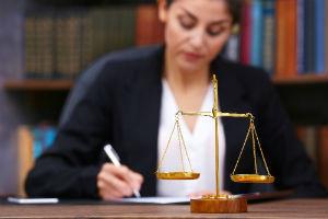 Расписка о разделе имущества: образец отказа супруга от доли в совместно нажитой собственности