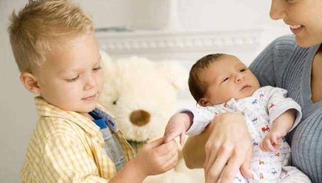 Материнский капитал за первого ребенка: дают ли сертификат, сколько составляет размер выплаты?