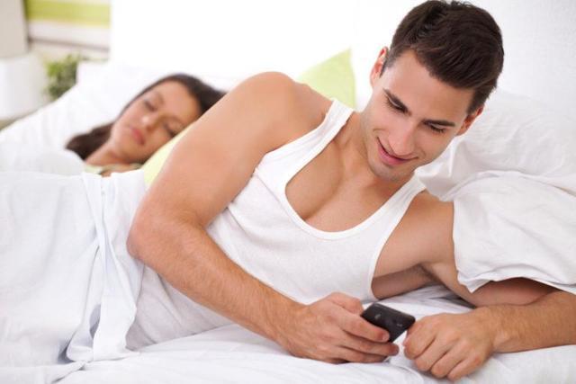 Как узнать, изменяет ли муж: признаки обмана в поведении, психологический тест с точностью