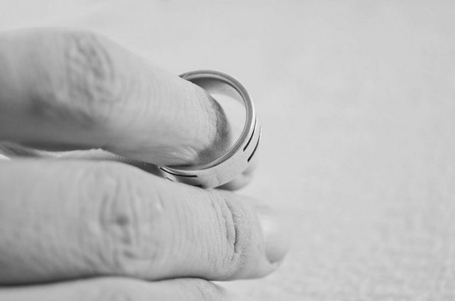 Как развестись с мужем, если он не хочет: что делать, когда супруг не дает развод или есть ребенок?