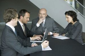 Какие документы нужны для вступления в наследство на квартиру по завещанию и по закону?