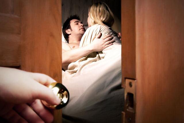 Поймал жену на измене: как быть, если супруга попалась с поличным?