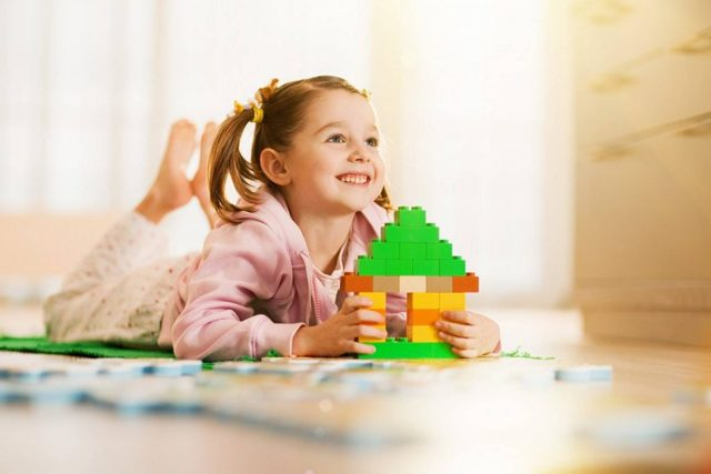 Можно ли продать дом, купленный за материнский капитал: сроки, участие органов опеки