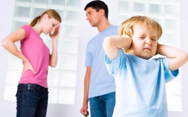 Определение порядка общения с ребенком отдельно проживающего родителя после развода