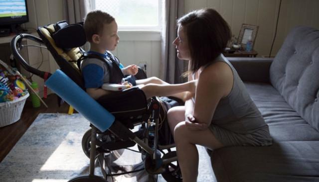 Пособие по уходу за ребенком-инвалидом: ежемесячные выплаты по инвалидности и оформление