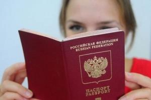 Нужно ли менять загранпаспорт при смене фамилии после замужества: документы, госпошлина