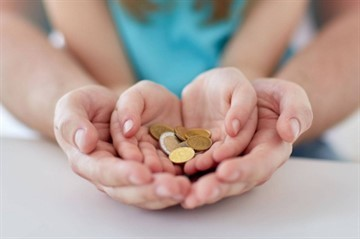 Сколько платят за приемного ребенка: выплаты, пособия и льготы родителям