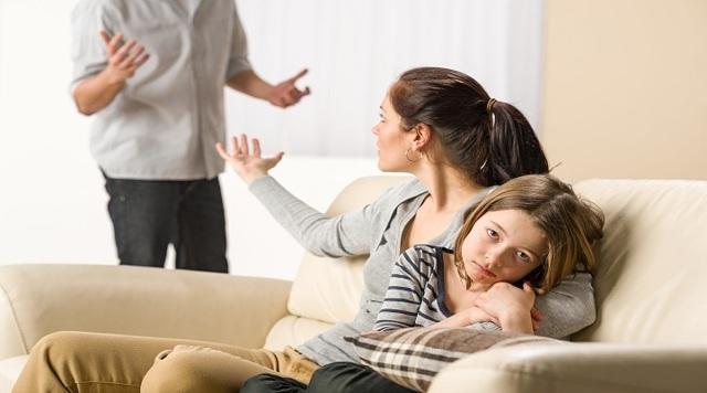 С какого возраста учитывается мнение ребенка в суде, когда он сам решает, с кем из родителей жить?