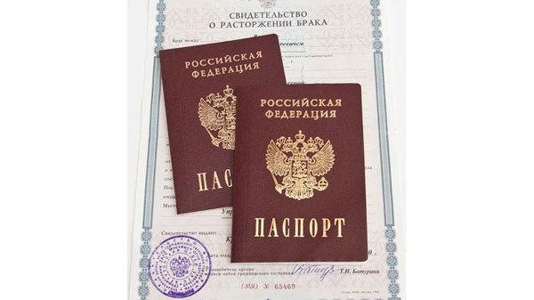 Штамп в паспорте о разводе: обязательно ли его ставить, где можно это сделать?