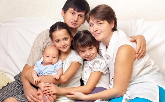 Материнский капитал за 3 ребенка: дают ли, если за второго уже получали, сколько выплачивают?